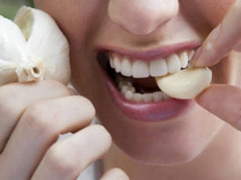Она часто 30 минут держит во рту зубчик чеснока… Результаты просто поразительные